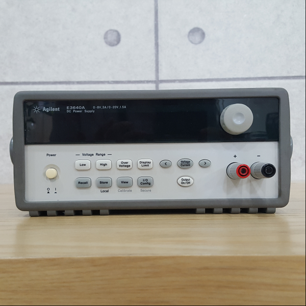 E3640A Agilent DC Power Supply 8V, 3A/ 20V, 1.5A 30W
